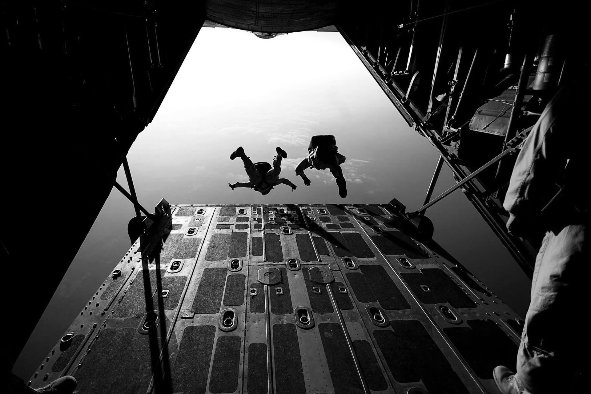 parachute-jumping-plane